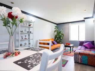 BEST SUITE QUITO & STRATEGIC LOCATION - Quito vacation rentals