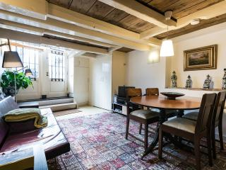 "Amsterdam Canal Apartment ""Delft Blue"" - Amsterdam vacation rentals"