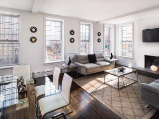 Luxury Condo 3BR/2BA Prime Location Sleep 8 - New York City vacation rentals