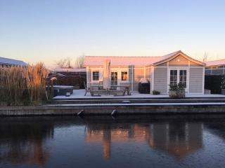 Chalet Loosdrecht next to open water with own boat - Loosdrecht vacation rentals