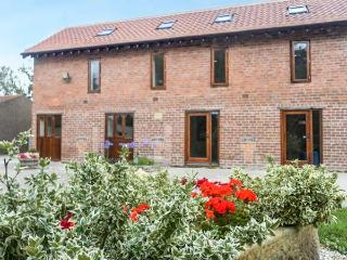 THE GRANARY, ground floor apartment, en-suite, WiFi, plenty of walking opportunities, Retford, Ref 925804 - Retford vacation rentals