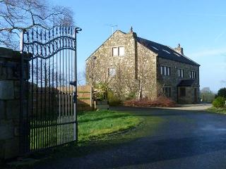 WOODFIELD FARM, en-suites, WiFi, hot tub, woodburning stove, games room in Ribchester, Ref 927403 - Ribchester vacation rentals