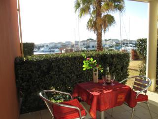 Stylish 1 Bed Apart + Pool + Parking in Cap d'Agde - Cap-d'Agde vacation rentals