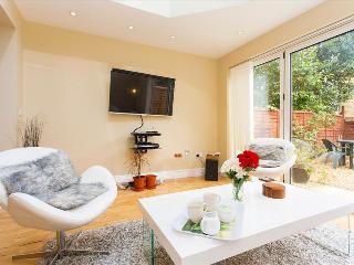 -25% Beautiful 2BR Apt in Hammersmith - London vacation rentals