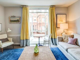 Marvellous 2BR Apt in Chelsea with Balcony - London vacation rentals