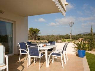 Ground Floor Holiday apartment with garden - Cala d'Or vacation rentals