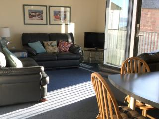 Seafront flat..idyllic sea view..yards from beach - Cromarty vacation rentals