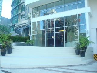 Avant in the Heart of the Fort, Hotel Amenities ++ - Taguig City vacation rentals