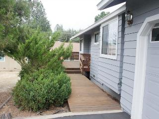 04/443 Spacious Lake Lodge Getaway - World vacation rentals