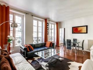 Modern 2 Bedroom Apartment in upscale Madeleine - Paris vacation rentals