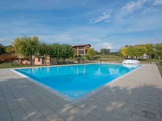 Bright Condo with Internet Access and Washing Machine - Padenghe sul Garda vacation rentals