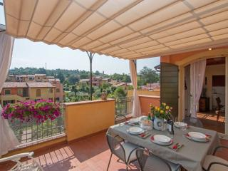 Bright Condo with Internet Access and Dishwasher - Manerba del Garda vacation rentals
