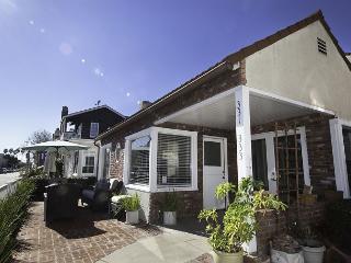 Steps from the Bay BEST FAMILY HOME Apolena Balboa Island has Bikes & Kayaks - Newport Beach vacation rentals