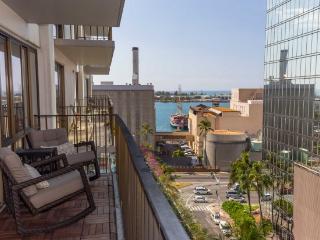 Perfect 2 bedroom Honolulu Condo with Internet Access - Honolulu vacation rentals