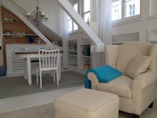 Komfortables 1-Zimmer Apartment (42qm) mit Balkon - Moetzingen vacation rentals