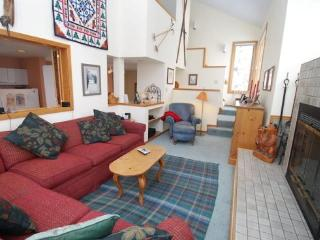 Red Fox Town home - Steps from clubhouse, 3 miles to Keystone, Sleeps 9! - Keystone vacation rentals