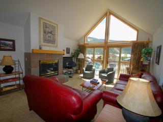 Snake River Village 34 - Walk to slopes, washer/dryer, sleeps 10, 2 car garage! - Keystone vacation rentals