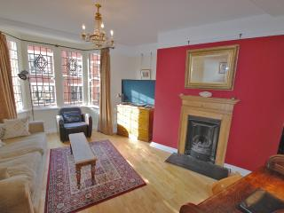 A Very Central & Beautiful Home From Home - London vacation rentals