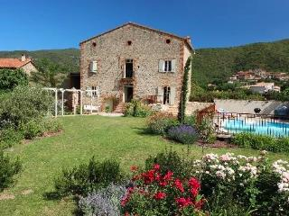 Mas Rouby - stunning 200 year old farmhouse, pool - Vinca vacation rentals
