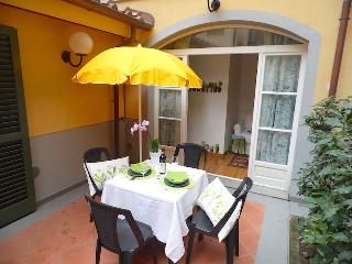 Apart. Laura inside the walls and with garden - Lucca vacation rentals