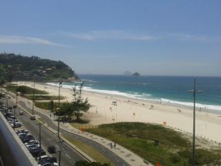 Locação (Alta e Baixa temporada) Frente á praia RJ - Rio de Janeiro vacation rentals