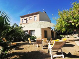 Nice House in Malgrat de Mar with Dishwasher, sleeps 9 - Malgrat de Mar vacation rentals