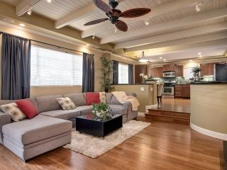 March $175/night! Steps to beach access w/hot tub! - San Clemente vacation rentals