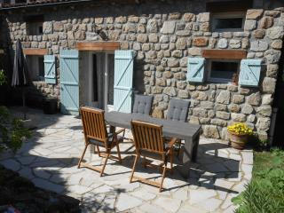 Cozy House with Internet Access and Shared Outdoor Pool - Saint-Basile vacation rentals