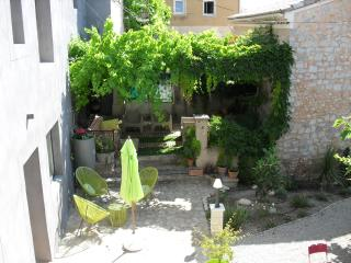 Nice 1 bedroom Bed and Breakfast in Rasteau - Rasteau vacation rentals