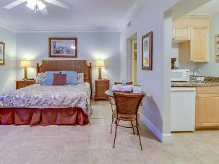 Beachfront studio with Gulf views & shared pools and hot tubs - close to parks! - Panama City Beach vacation rentals