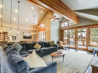 Mountain view home w/private hot tub, shared pool & more! Dogs ok! - Truckee vacation rentals