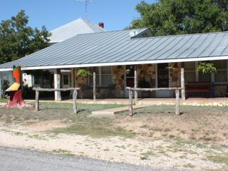 Cozy 1 bedroom Bandera House with Television - Bandera vacation rentals