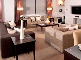 3 Bedroom Apartment with views over Green Park - London vacation rentals