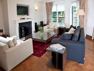 Three-Bedroom Duplex with Garden View - London vacation rentals
