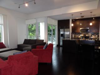 Luxury new large 1 bed * sleeps 4 * free parking - Coconut Grove vacation rentals