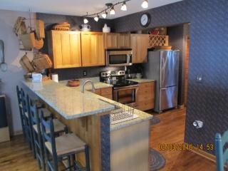 Bright 4 bedroom House in Nellysford with Deck - Nellysford vacation rentals