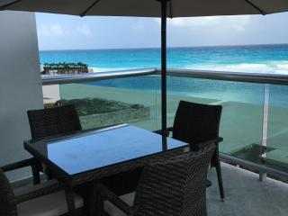 Nice Condo with A/C and Balcony - Cancun vacation rentals