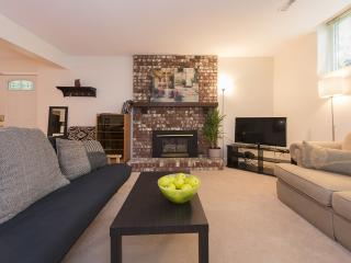 Beautiful 1 Bedroom Garden Suite in Canyon Heights North Vancouver - North Vancouver vacation rentals