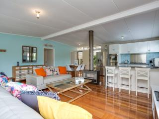 Modern Comfort. 600 m to Rosebud beach and plaza - Rosebud vacation rentals