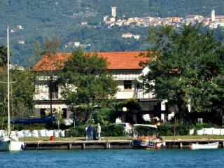 Appartameno in Villa con giardino e terrazza - Fiumaretta vacation rentals