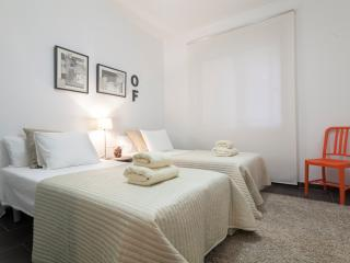3 Bedrooms Apartment - Casa Corsega - Barcelona vacation rentals