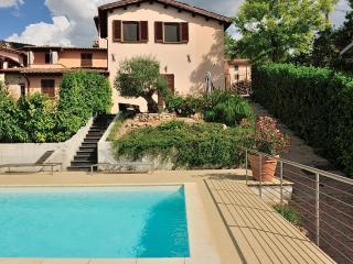 piscine en suspension avec vue sur la vallée - Nocera Umbra vacation rentals