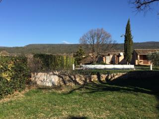 Gite avec piscine privée, jardin, parking - Saint-Saturnin-les-Apt vacation rentals