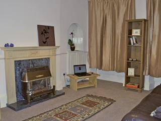 Comfortable , spacious 2 bed in heart of Old Town - Edinburgh vacation rentals