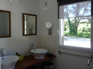 Cozy 3 bedroom Groix House with Parking - Groix vacation rentals