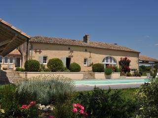 Great villa with private pool and stunning gardens - Saint-Vivien-De-Monsegur vacation rentals