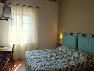 double room - RONDINE - - Siena vacation rentals