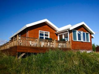 Four bedroom cottage with hot tub - Geysir vacation rentals