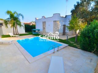 BO001 Villa Nadia con Piscina a Torre Colimena - Torre Colimena vacation rentals
