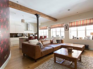 onefinestay - Fleur de Lis apartment - London vacation rentals